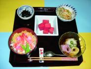 人気メニュー散らし寿司と三色そうめん