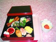 行事食の弁当 にぎり寿司がうれしい